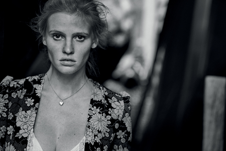 peterlindbergh_larastone_alone_interview_12