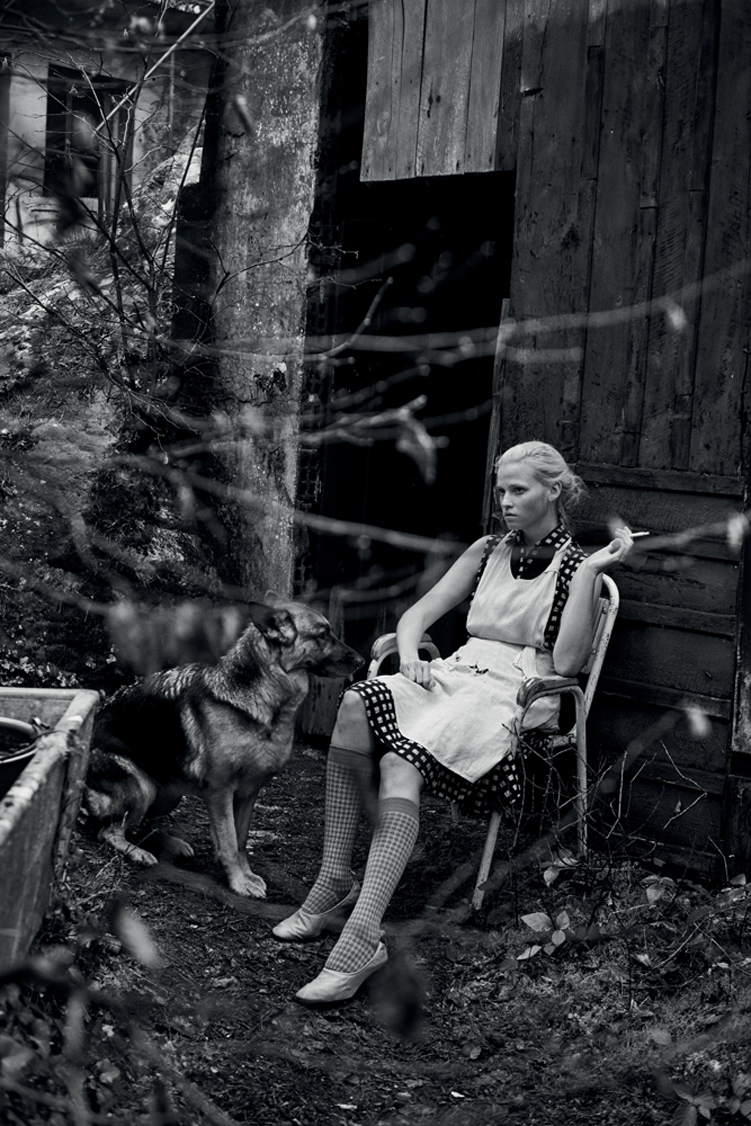 peterlindbergh_larastone_alone_interview_13