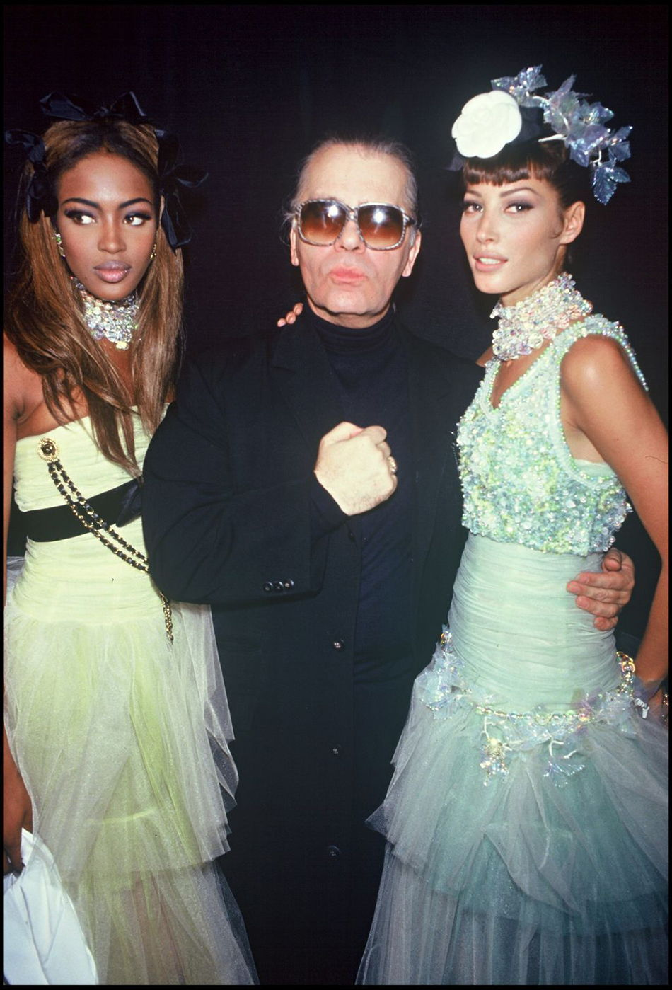 Karl Lagerfeld con Naomi Campbell e Cristy Turlington nel backstage di Chanel - 1992